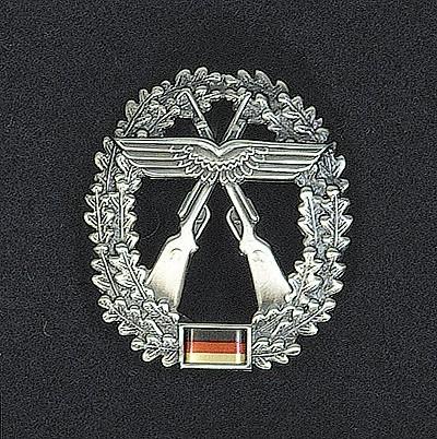 BW Barett Abzeichen Luftwaffensicherung Metall