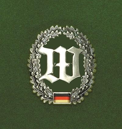 BW Barett Abzeichen Wachbataillon Metall