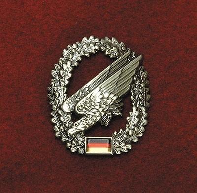 BW Barett Abzeichen Fallschirmjäger Metall